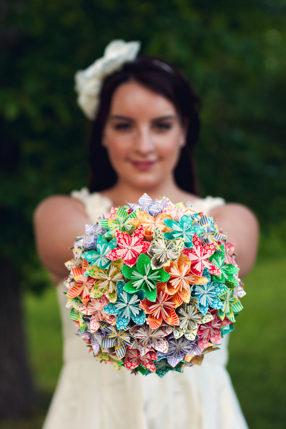 How to Make a Paper Flower Bridal Bouquet | 863x575