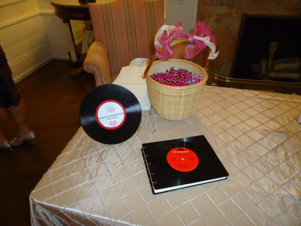 Diy music themed wedding details decorations records vinyl 1 diy music themed wedding details decorations records vinyl 1 junglespirit Image collections