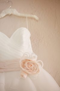 soft neutral orange wedding color palette inspiration montana wedding pictures (2)