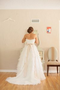 soft neutral orange wedding color palette inspiration montana wedding pictures (1)
