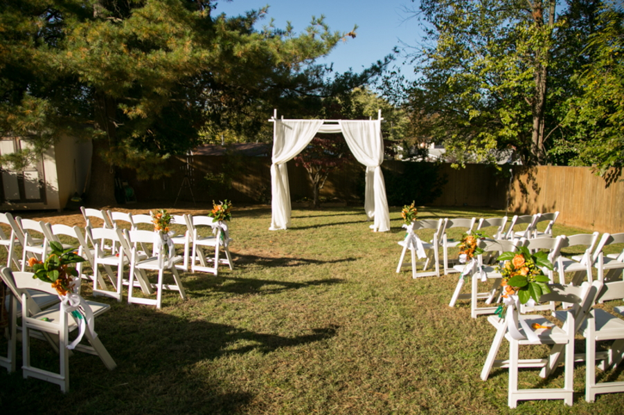 Capitol wedding carla kevin 39 s multicultural backyard for Backyard wedding ceremony decoration ideas