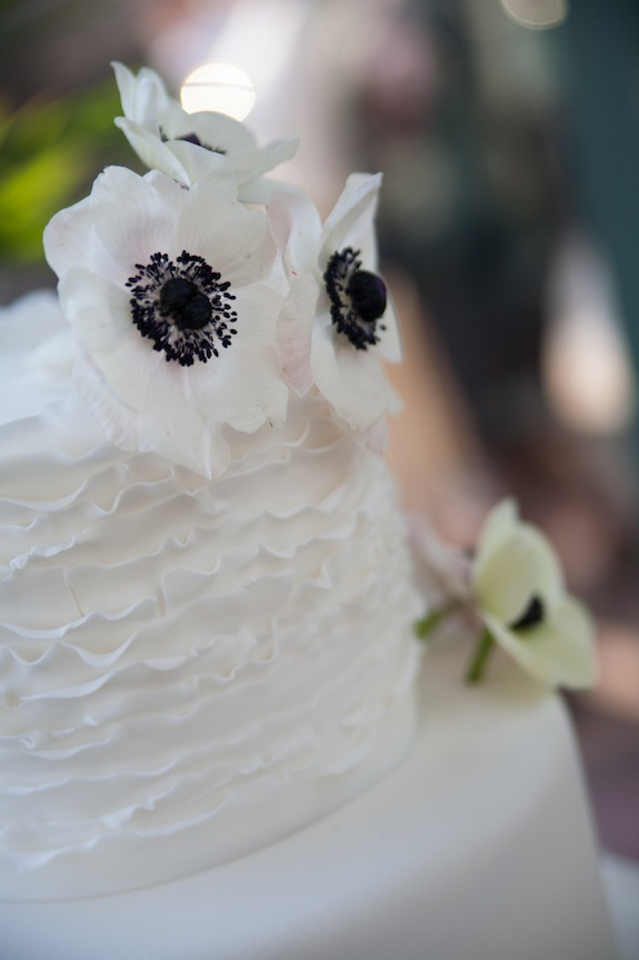 black and white vintage wedding cake