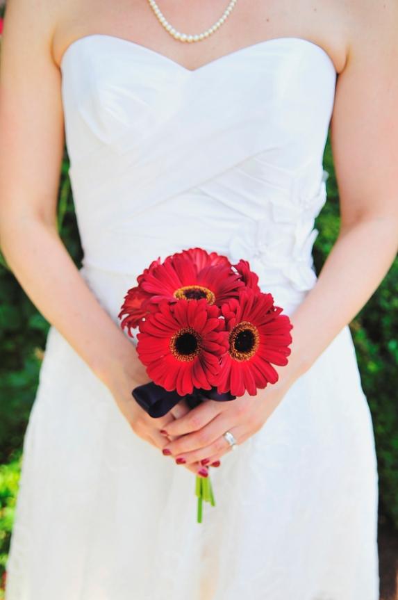 red gerber daisey bride bouquet
