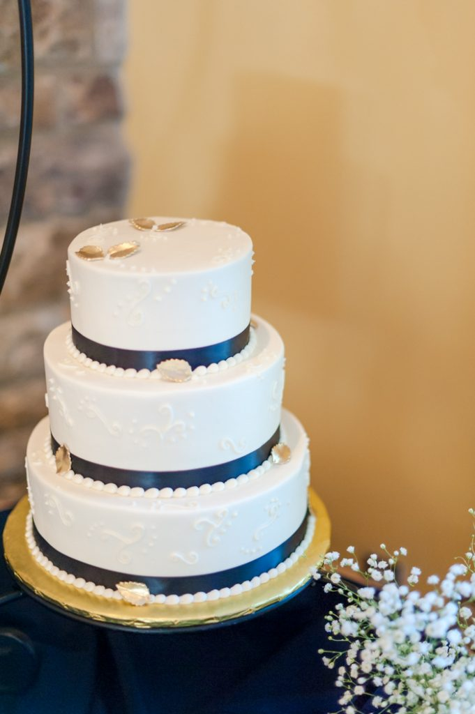 intimate fall Fredericksburg Virginia wedding cake