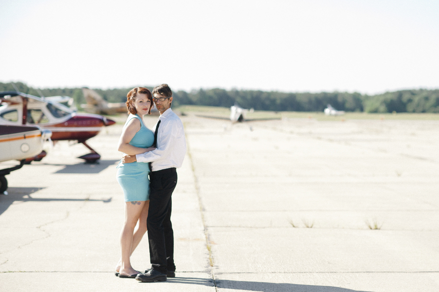airport hanger engagement pictures virginia (6)