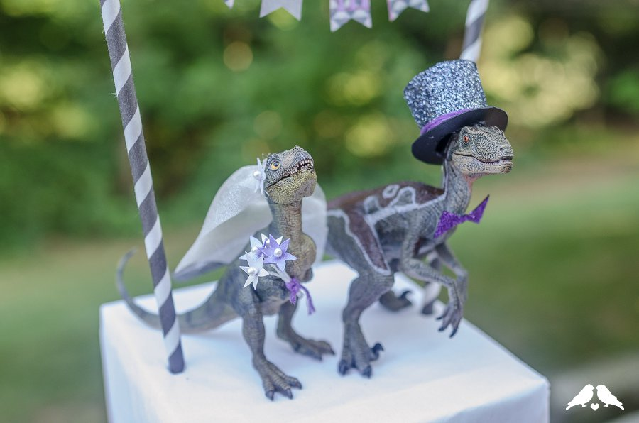 dinosaur wedding cake diy tutorial how to make a wedding appropriate dinosaur 13530