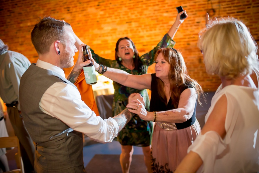 offbeat alternative maryland wedding pictures american visionary arts museum (15)