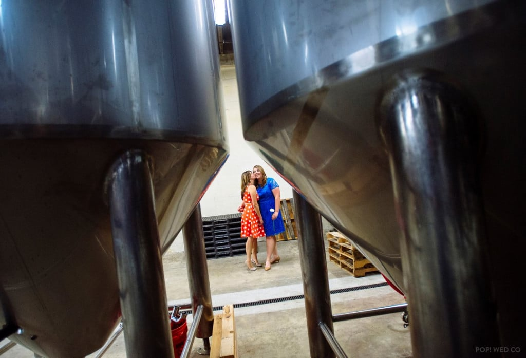 offbeat intimate washington dc wedding at brewery (23)