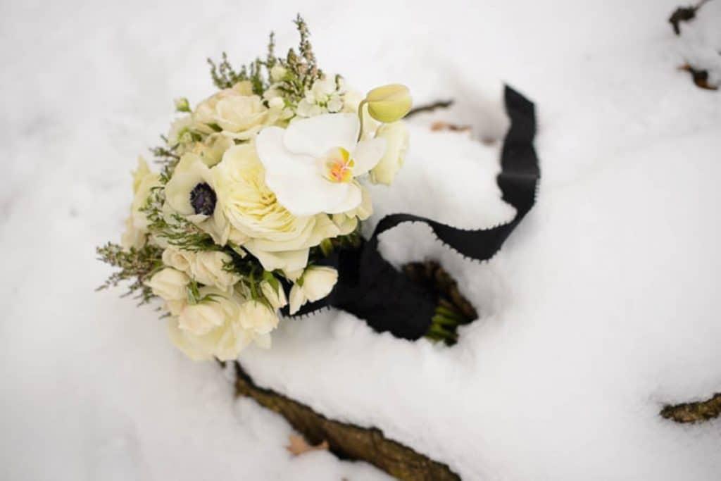 vintage gothic snow bridal inspiration pictures (12) (Medium)
