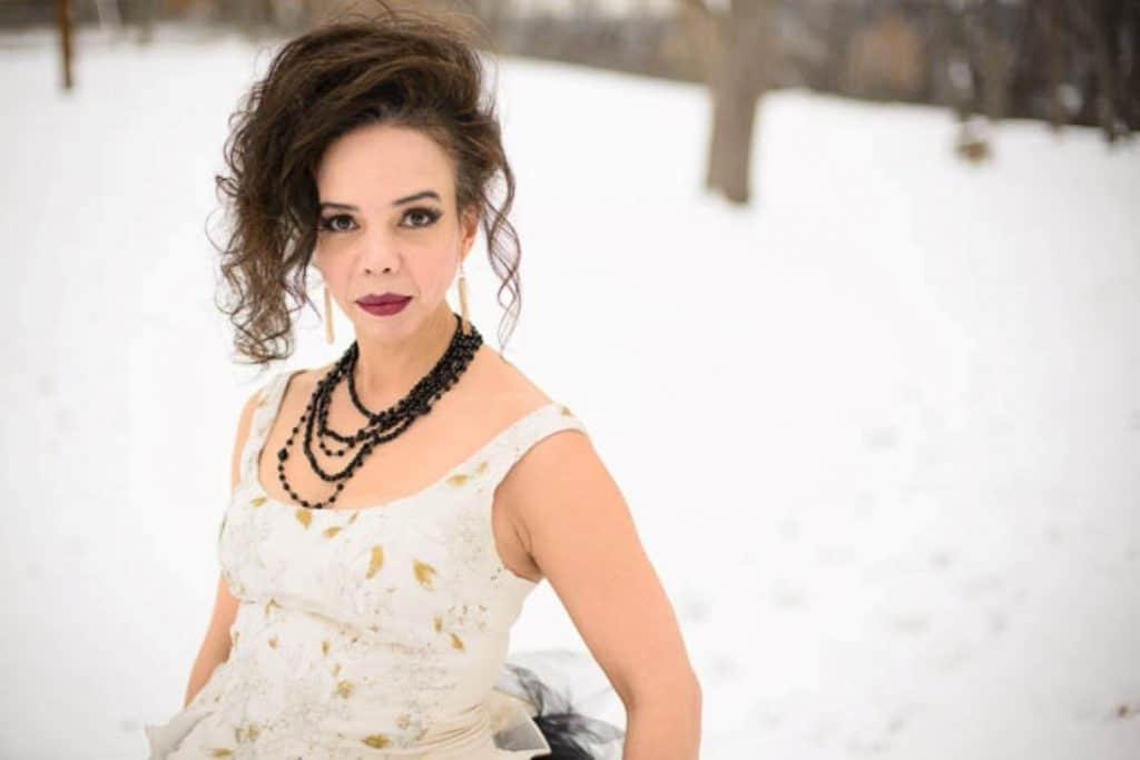vintage gothic snow bridal inspiration pictures (9) (Medium)