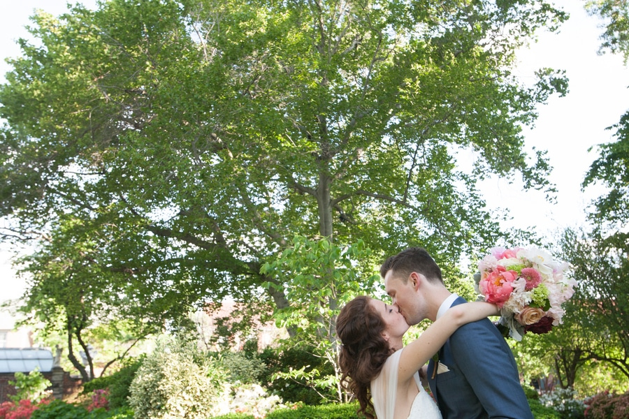 simple romantic springtime DC wedding Meridian House (15)