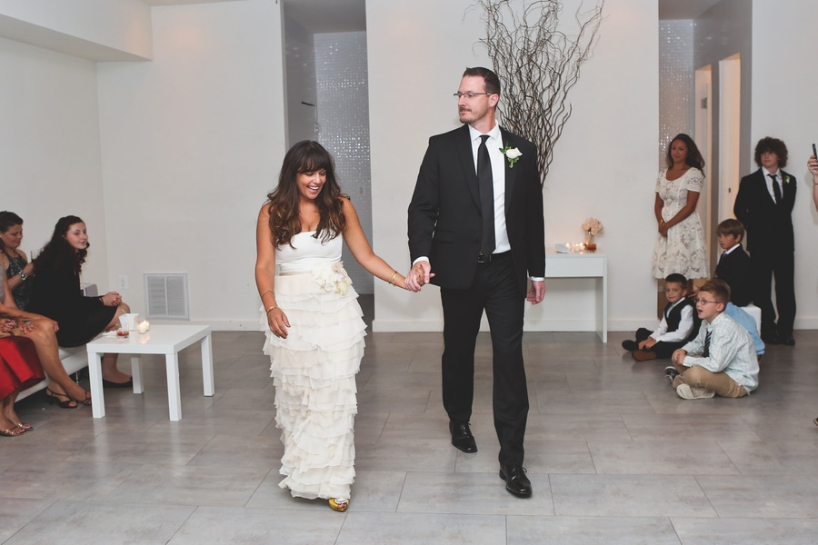 modern intimate dc wedding pictures venue_Photography_HannahHudsonPhotographyCarrieandJay62_low