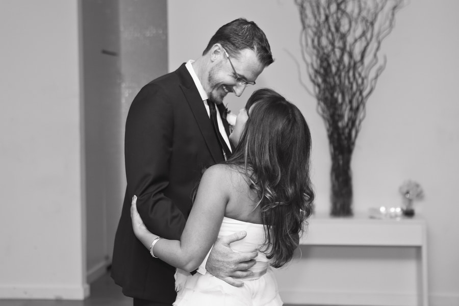 modern intimate dc wedding pictures venue_Photography_HannahHudsonPhotographyCarrieandJay64_low