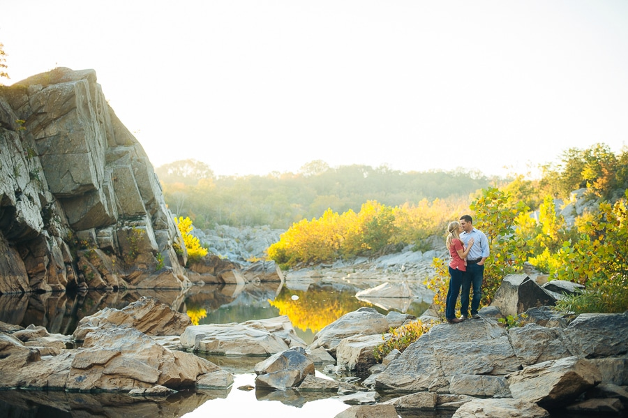 modern-bright-natural-great-falls-virginia-engagement-pictures2